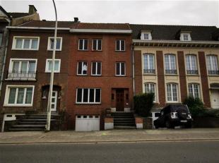 Maison de maître sur le boulevards.<br /> Spacieuse maison de 200m² avec 5 chambres.<br /> Dispostion: RDC: hall d'entrée avec wc, s