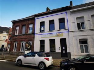 Bel appartement au 1 er étage avec 1 chambre<br /> Hall d'entrée commune<br /> Composition: Grand living ouvert avec espace salon/salle