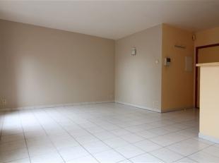 Joli appartement situé au 2ème étage comprenant living avec cuisine équipée ( four, taques électriques, hott
