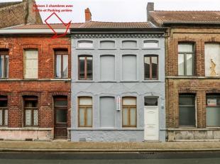 Jolie maison de ville comprenant au rez-de-chaussée : Couloir ouvert, living, cuisine équipée semi-ouverte (réfrigé