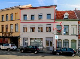 Appartement proche de toutes commodités situé au 2ème étage comprenant : Petit hall d'entrée, living avec cuisine &