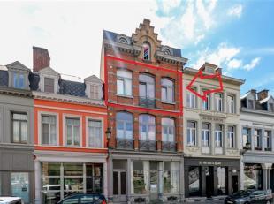 Bel appartement situé au 2ème étage, en plein centre ville face à l'Escaut, comprenant : Hall d'entrée, séjo