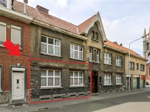 Appartement au rez-de-chaussée, situé au calme en plein centre ville, proche des toutes commodités, comprenant : Hall d'entr&eacu