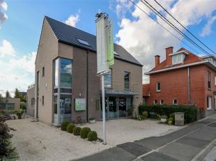 Construction récente située à proximité du centre de Tournai et d'axes autoroutiers. Idéale pour commerce ou profes