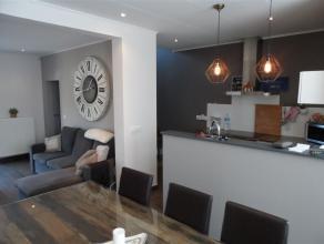 Magnifique maison 4 chambres complètement rénovée située non loin de la gare d'Herseaux. Hall d'entrée, salon moder