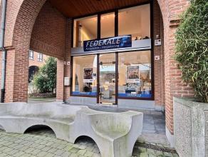 Situés sur la place de la Rénovation Urbaine au centre-ville de Mouscron ces bureaux se composent: - Un bureau, une salle d'attente et d