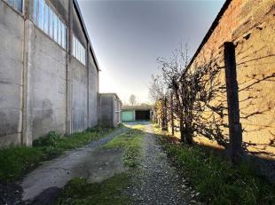 Six garages loués! Très bonne situation à proximité de toutes les commodités offertes par la ville de Frasnes! R&ea