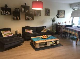 Magnifique appartement Comprenant hall d'entrée, living avec balcon (35 m²), cuisine équipée (8 m² - évier, taqu