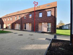 """Magnifique maison 3 façades avec jardin, situé dans le quartier """"Les Halleurs"""". Elle se compose d'un hall d'entrée avec wc, d'un"""