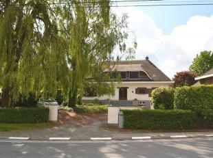 MAINVAULT - Bien implantée au milieu d'une propriété de 47a, au calme du petit village rural de Mainvault, vaste Villa de caract&
