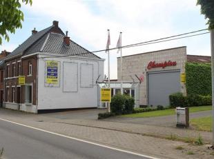 LIGNE - Belle et grande maison de +/- 169m² transformée en bureaux et hangar/atelier sur plus de 560 m² exploitables. Le tout id&eacu