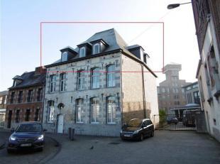 ATH - Situé en centre ville, à +/- 200 m de la Grand Place et de la gare. A proximité immédiate des écoles. Apparte