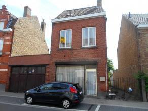 Goed gelegen woning met diverse mogelijkheden, nabij de de Brugse Ring en invalswegen.  De ruime garage, gelegen naast de woning, kan gebruikt worden