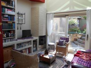 Gelijkvloers : inkom - grote woonkamer met heel veel lichtinval - ingerichte keuken - een gezellige stadstuin met fietsuitweg 1e verdieping : 1 slaapk