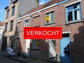 Op zoek naar een instapklare woning met 2 slpks in centrum van Brugge? Lees dan zeker verder! Deze volledig gerenoveerde rijwoning nabij de Brugse Ves