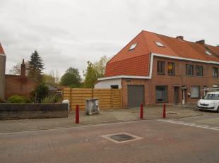 Deze volledig gerenoveerde woning werd opgeleverd in april van dit jaar. Het makkelijk te onderhouden terras, de garage en de ligging aan het Vaartje