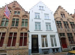 Wow ! en meer dan dat. A piece of art van de Brugse architect Kurt Vandenbogaerde die een moeilijke denkoefening met een verrassende eenvoud en flair
