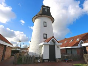 De Molen Lievens  genaamd naar de laaste molenaarsfamilie  gebouwd in 1820, een bloeiperiode in de landbouwnijverheid.<br /> Omwille van de hogere beb