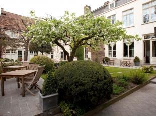 <br /> De Groenerei, één van Brugges mooiste plekken, een postkaartzicht, herenhuizen en Godshuizen , eeuwenoude bruggetjes en bomen, he