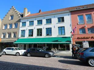 Uniek aanbod  vrij bij akte ! In het beste gedeelte van de Smedenstraat, brede winkel, geschikt voor meerdere doeleinden. Een uitgelezen kans voor wie