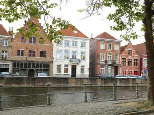 Schilderachtige ligging aan Brugges langste rei, een kronkelende waterloop waarvan het grootste deel nog in de oorspronkelijke rivierbedding ligt. Van