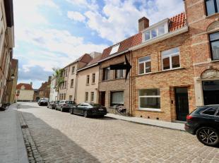 Centrale en rustige ligging, op 50m van de Langerei en vlakbij alle belangrijke invalswegen, de goede kant van Brugge, beter kan je niet wonen. De uit