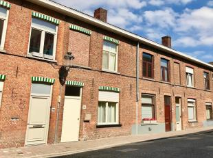 Brede en vooral groene straat vlakbij de oude Middeleeuwse haven. De straat heeft een rijke historie en wordt reeds in de 14e eeuw vermeld. Het milita