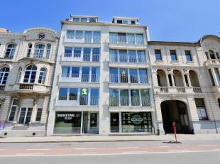 In een prima onderhouden Residentie  de voorgevel werd onlangs gerestyled met nieuwe aluminium ramen in super isolerend glas  op de 1ste verdieping, e