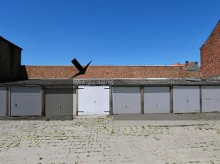 Prima locatie in een complex van bovengrondse garages langs de Gulden Vlieslaan.Het geheel is toegankelijk via een poort in een herenhuis.