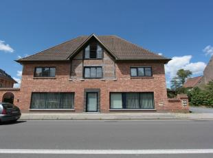 Gezellig appartement met volledig zuid-gericht terrasje en Carport voor 1 wagen<br /> 2 slaapkamers - badkamer met ligbad, lavabo en afzonderlijke dou