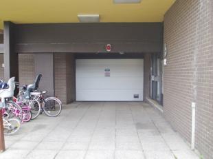De residentie Nachtegaal is gelegen in een rustige wijk tussen de Parklaan en de Sint-Arnolduslaan in Sint-Michiels. Onder de residentie bevinden zich