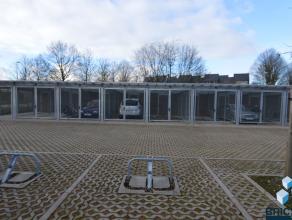 In het nieuwbouwcomplex Molenwiekstraat-Oost zijn parkeerplaatsen (beveiligd met beugel) beschikbaar, de plaatsen bieden voldoende manoeuvreerruimte e