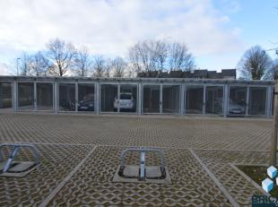 Garage à louer                     à 8200 Sint-Andries