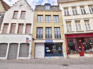 Goed gelegen handelspand vlakbij Eiermarkt en Grote Markt van Brugge.<br /> Bestaande uit een handelsgelijkvloers van 120m², een eerste verdiep v