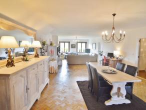 Ruim appartement met lift aan de BRUGSE REITJES! Dit appartement omvat een inkomhal met gastentoilet, woonkamer, splinter nieuwe keuken, 2 slaapkamers