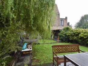 Zeer mooie woning , prachtig gelegen met tuin<br /> <br /> Indeling: Inkomhal met vestiaire en toilet<br /> Living met gezellige zit en eetruimte<br /