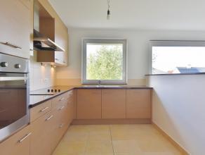 Appartement gelegen in mooie residentie en met ruim zongericht terras bestaande uit 2 slaapkamers.<br /> Ruime lichtrijke leefruimte met open keuken m