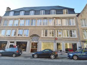Dit 3 slaapkamer appartement ligt recht tegenover de Sint Salvotorskerk , op het eerste verdiep.<br /> <br /> Zeer mooi en zonnig appartement!<br /> <