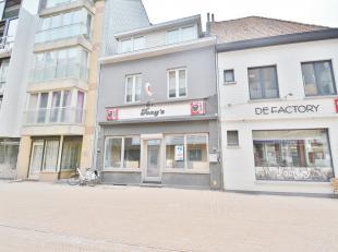 Dit bijzonder goed draaiend café/restaurant met woonst is gelegen pal in het centrum van Heist.<br /> <br /> De indeling is als volgt: <br /> <