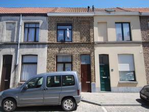 Deze gezinswoning is recent gerenoveerd en situeert zich in het hartje van Brugge. de woning omvat:<br /> Inkom met traphal en vestiaire, living met g
