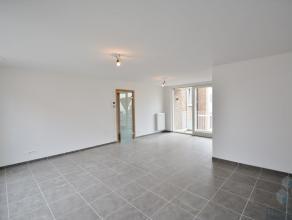 Nieuwbouw appartement op wandelafstand van 'T Zand en Station van Brugge. Het appartement omvat inkom met inbouwkasten, ruime woonkamer met open keuke