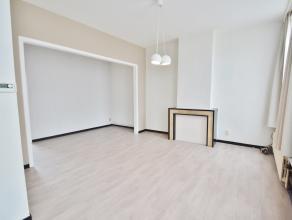 Recent appartement in het centrum van Brugge. Omvattende inkom, woonkamer, open keuken, badkamer,zonnige terras. Het eerste verdiep omvat nachthall me