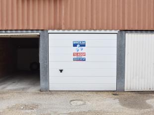 Garage in hartje Brugge.<br /> Afmetingen hoogte 2m, lengte 5m, breedte 2.5m<br /> Voor bezoek 0477/79.93.43