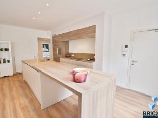 Mooi gerenoveerd appartement in het hartje van Blankenberge in KLEINSCHALIGE residentie IJZERSTRAAT! <br /> Omvattende gemeenschappelijke inkom, woonk