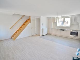 Mooi gerenoveerd duplex appartement in het hartje van Blankenberge in KLEINSCHALIGE residentie IJZERSTRAAT! <br /> Omvattende inkom, woonkamer met ope