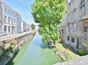 Ruime één slaapkamers appartement in het hartje van Brugge. Omvattende inkom, woonkamer,  keuken,badkamer bestaande uit douche en lavabo