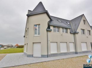 Lichtrijk duplex appartement te Wenduine op 50 meter van het strand!<br /> <br /> Dit appartement op de 1e en 2e verdieping omvat een ruime living met