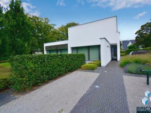 Luxueuze penthouse in rustige Heesterlaan gelegen nabij het centrum van zowel Sint-Andries als Varsenare. <br /> Het appartement omvat op het eerste v