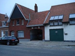 6 autostandplaatsen op afgesloten terrein Per autostandplaats 35,00 EUR
