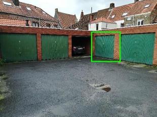 In het hart van de Brugse binnenstad, ruime garage, opslagruimte,...... van 39m geschikt voor 2 wagens, fietsen, aanhangwagen, ........ (Wche, Gmo, Gv